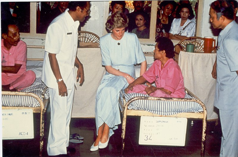 Princess Diana talks to a leprosy patient