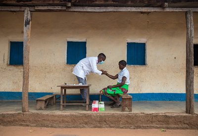RS38783_GABRIEL BARBOSA_HEALTH TECHNICIAN AGE 33 YEARS OLD DOING LEPROSY DETECTION3791-lpr.JPG
